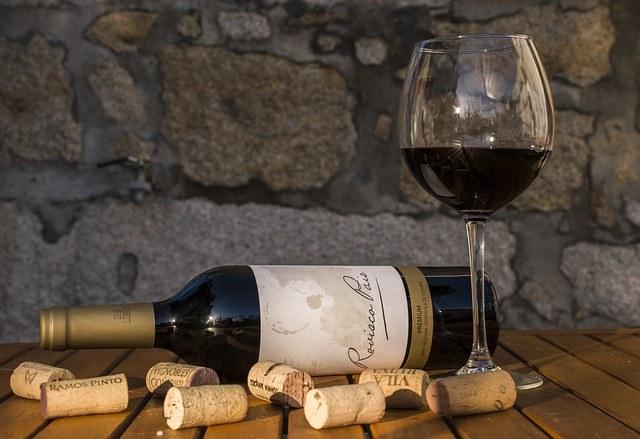 Como abrir una botella de vino sin sacacorchos